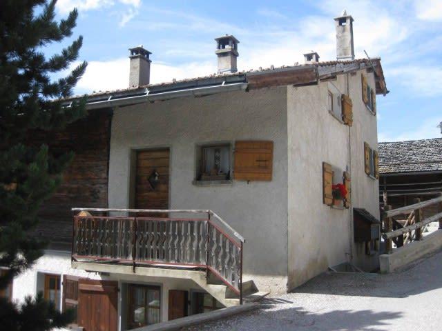 Joli petit appartement situé au centre du village de St-Luc